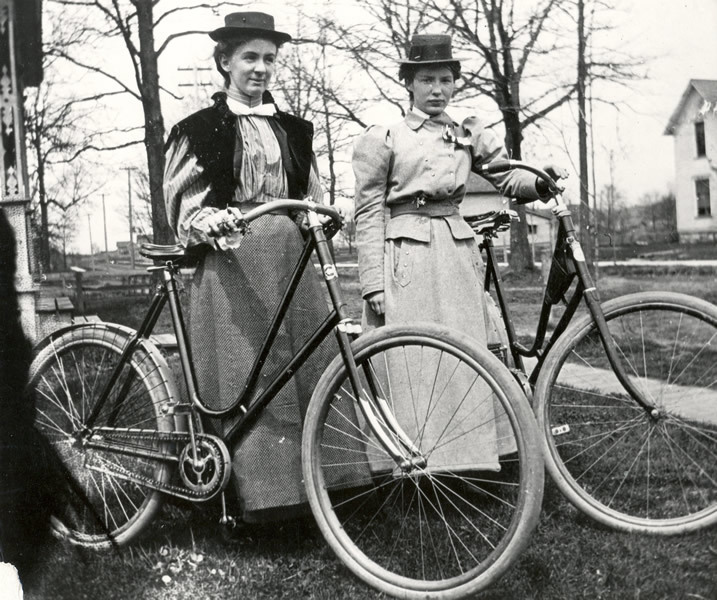 Womenwithbikes1900